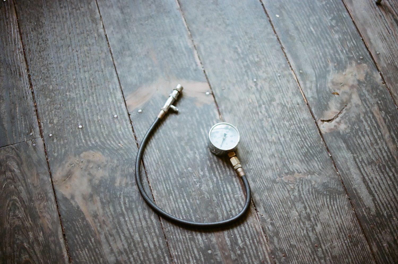 床に落ちた計測機