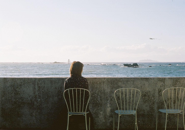 彼女と海岸