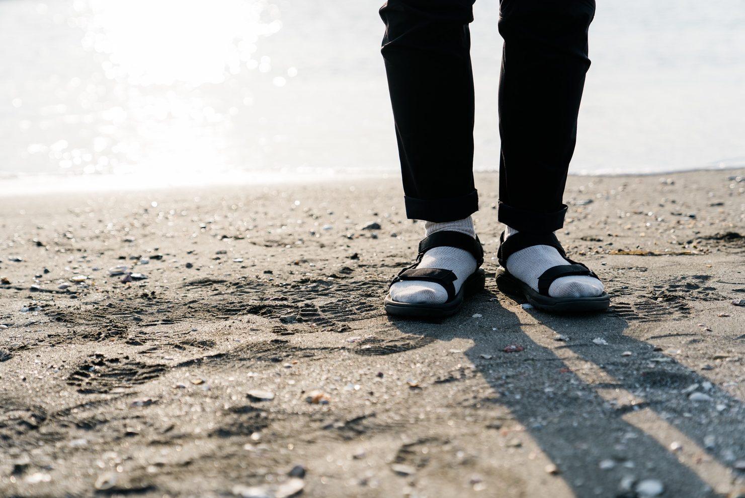 サンダル靴下って女性ウケ悪いみたいな噂聞くけどどうなんだろう(笑)