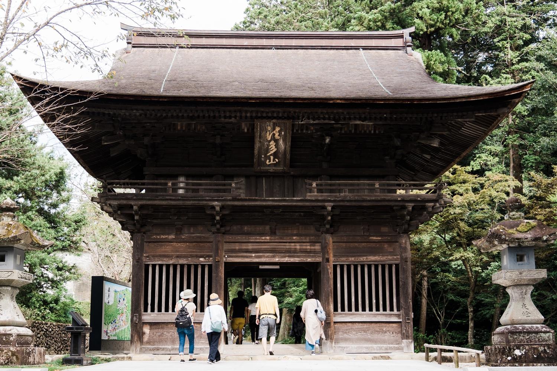 尊永寺入り口の仁王門