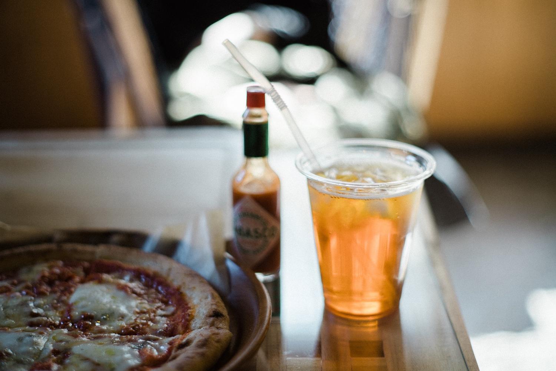 チーズとトマトのピザ&川根の紅茶