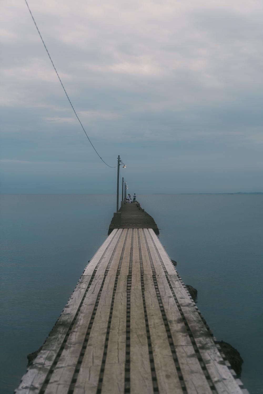 木造の先はコンクリートの桟橋となっている