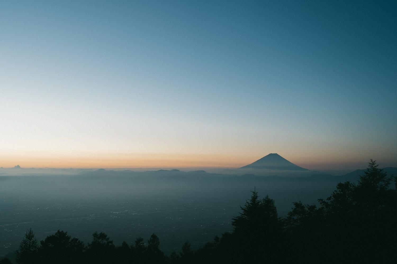 甘利山から見る朝焼けと富士山